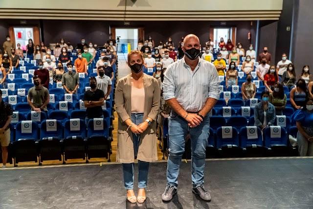Fuerteventura.- Presidente Sergio Lloret López y consejera María Saavedra dan la bienvenida a los 110 estudiantes del Programa de Becas de Formación