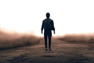 Puisi Fiersa Besari - Ketika Kukira Aku Istimewa
