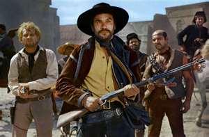 Fotograma de la película Navajo Joe con Duncan (Aldo Sambrell) en primer plano, detrás de él, sus secuaces