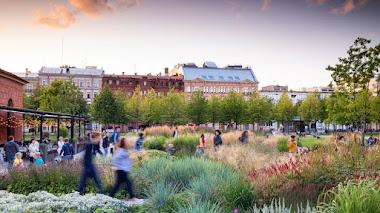 Jardín público con plantación naturalista en New Holland, San Petersburgo