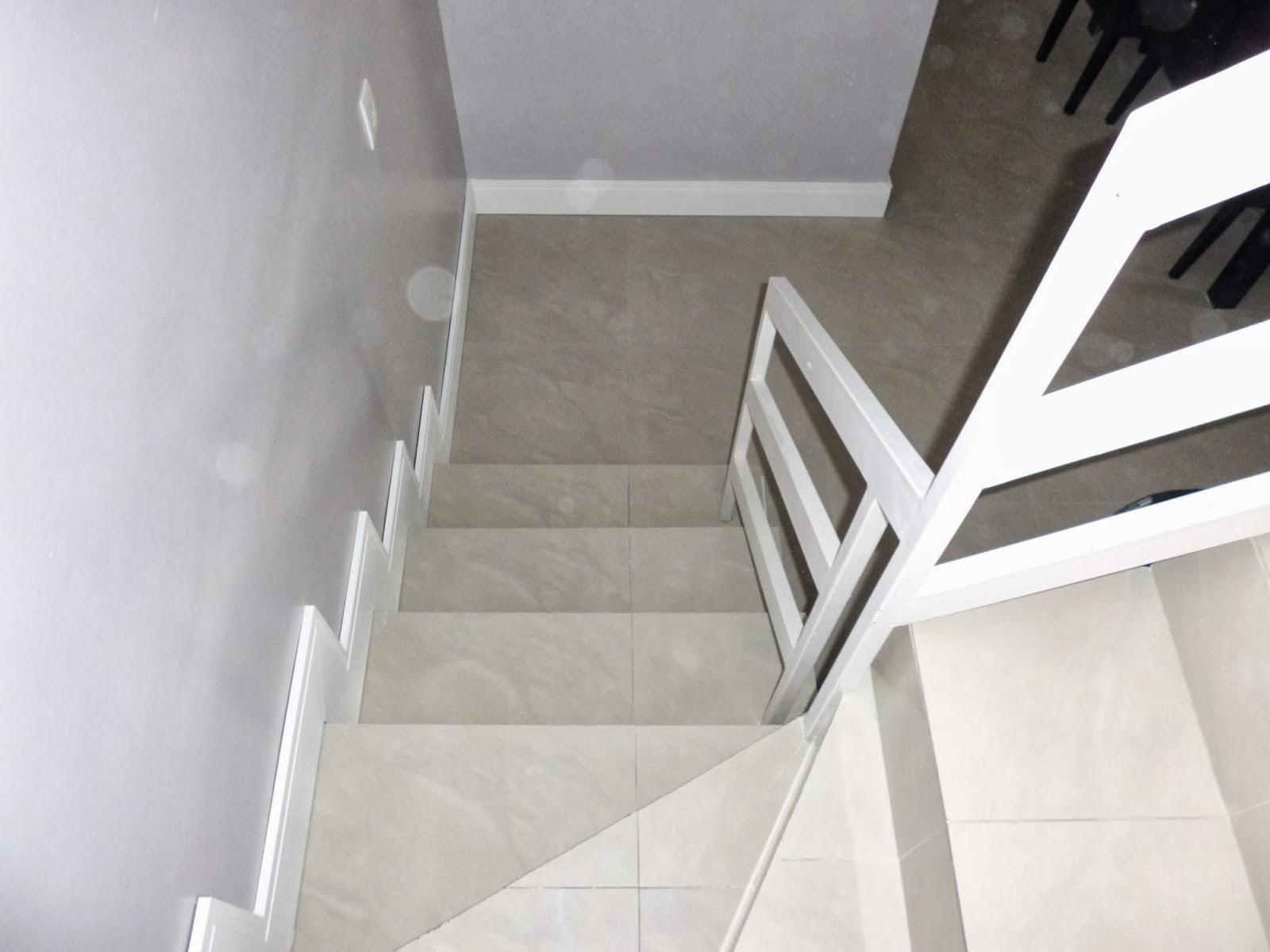 Instalação de rodapé de 15 cm Santa Luzia em degraus de escada