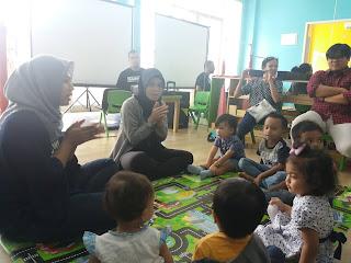 anak belajar montessori