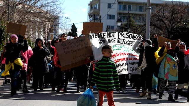 Προσφυγικό: Οργή στα νησιά, σύγχυση και ρήγμα στην κυβέρνηση Μητσοτάκη