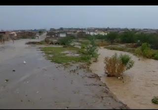 Chuva em Soledade, sem local para escoar, água ameaça invadir residências; veja vídeo