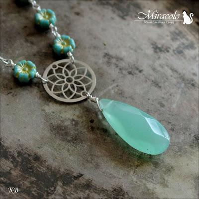 Miracolo, flower beads primula, kropla jadeitu, jadeit zielony, wisiorek z jadeitem, jade pendant, green jade,