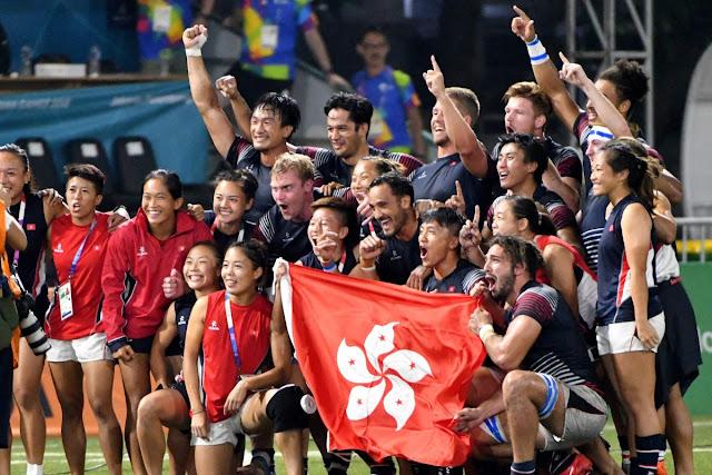 Jogadores de rugby sevens de Hong Kong comemorando o título dos Jogos Asiáticos Jacarta 2018