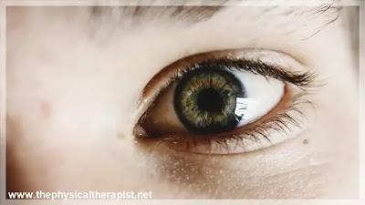 ما هو سبب رفرفة العين اليسرى : ما هو العلاج ؟ و متى تزور الطبيب ؟