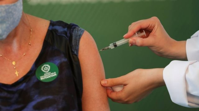 Com 860 doses, população de Itapetinga frustra em meio à desconfiança de uso politico da vacina