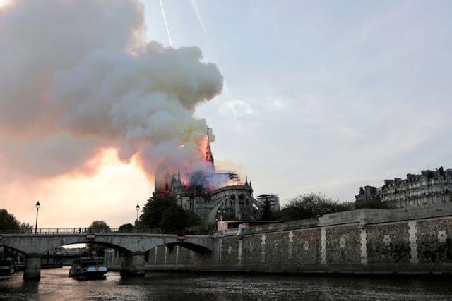 O ISIS πανηγυρίζει την καταστροφή στην Παναγία των Παρισίων