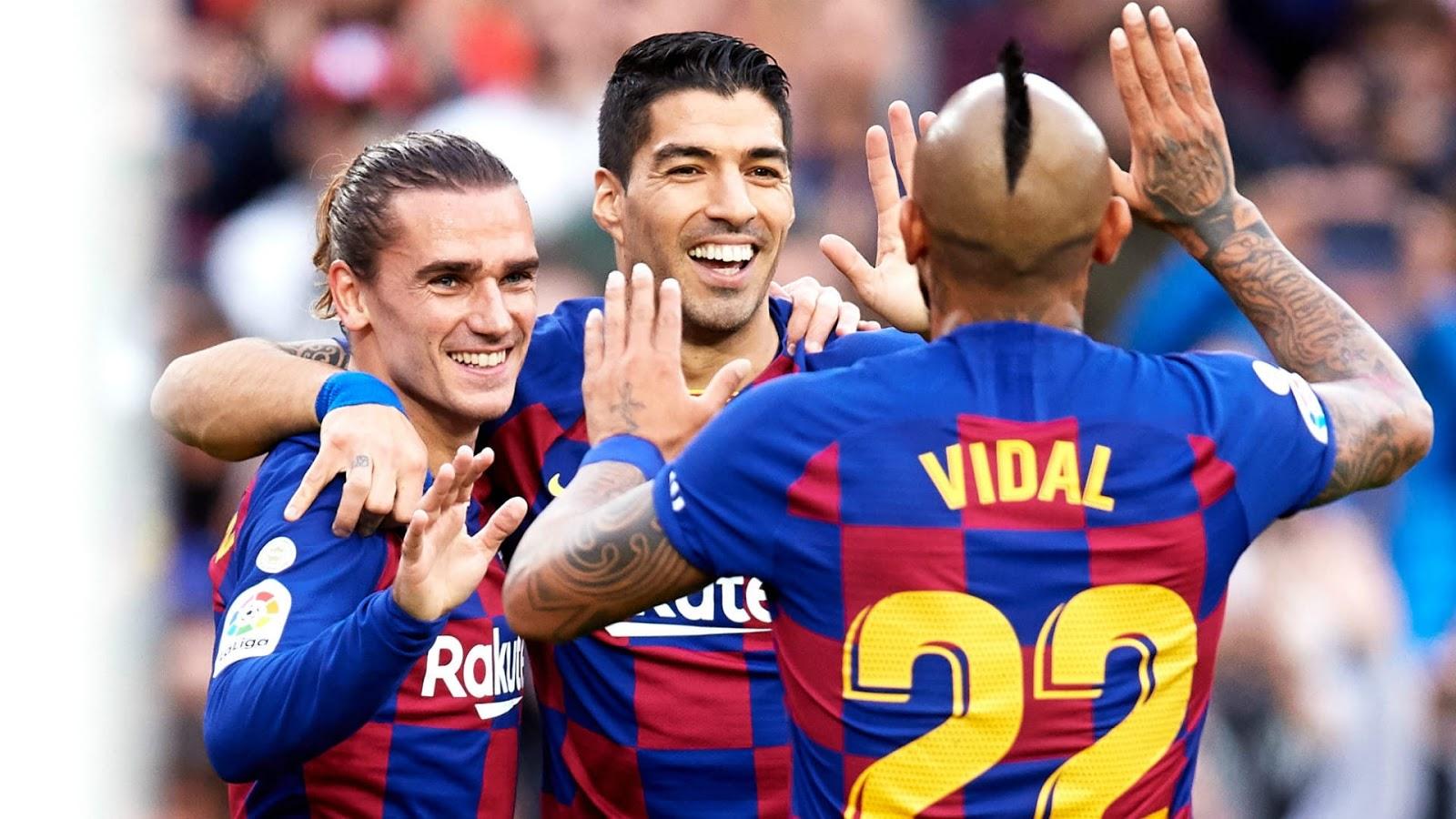 سواريز وفيدال يقتربان بشدة من اللعب بقميص يوفنتوس الإيطالي