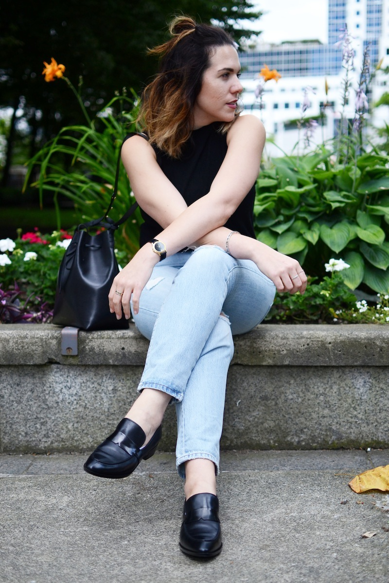 Geox Lover Loafer Vancouver street style fashion blogger easy and chic work outfit Mansur Gavriel bucket bag