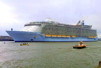 Oasis Seas - Cruise Ship