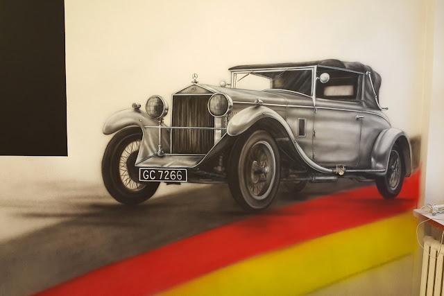 Malowanie zabytkowego samochodu na ścianie, mural 3G, malowanie artystycznego graffiti Toruń, usługi malarskie