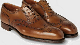 Men's Brogue Shoes, brogue, BROGUE, COMPLETE GUIDE TO MALE DRESS SHOES, Complete Guide To Men's Dress Shoes - Teaching Men's Lifestyle, Types,Male Shoes,Style Tips,Personal Care,Fashion,Well Dressed,Shoe,Differences,Male Fashion Tips,Men's Fashion & Style,How To Use,Fashion Advice,Style,Models,Latest,Men's Shoe,Look,Story,Tips, But there is a wild model that every man needs in the closet: the basic black leather, perfect for wearing with a suit.  DERBY.  Male Derby Shoe.  derby.  At first glance, Derby ...