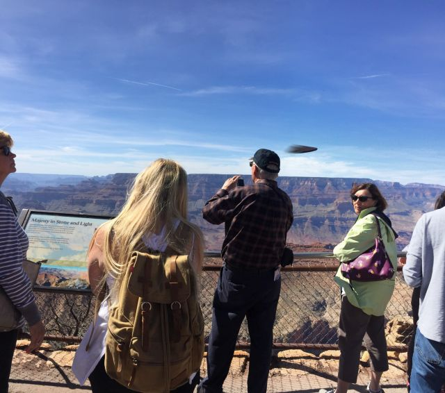 Mysterious flying object streaking over the Grand Canyon, Arizona  Ufo-grand-canyon-arizona%2B%25282%2529