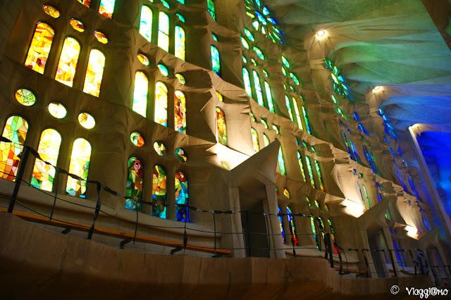 Interno e vetrate della Sagrada Familia