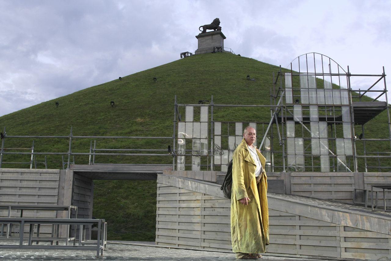 Amandine Klep Nue stephen shank: les misérables, victor hugo