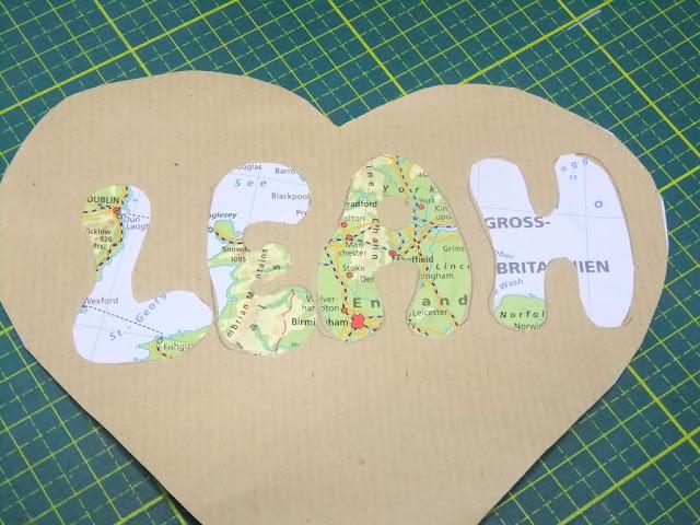 Gutschein aus Packpapier und alten Landkarten
