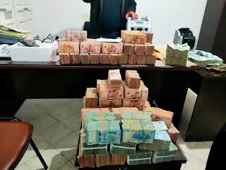 بسب ظهور ثراء مفاجئ عليه القبض على شخص بمنطقة الكورنيش بحوزته ما يقارب المليار (963 الف دينار )