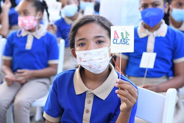 """En 15 días realizarán pruebas masivas PCR en """"todas"""" las escuelas"""