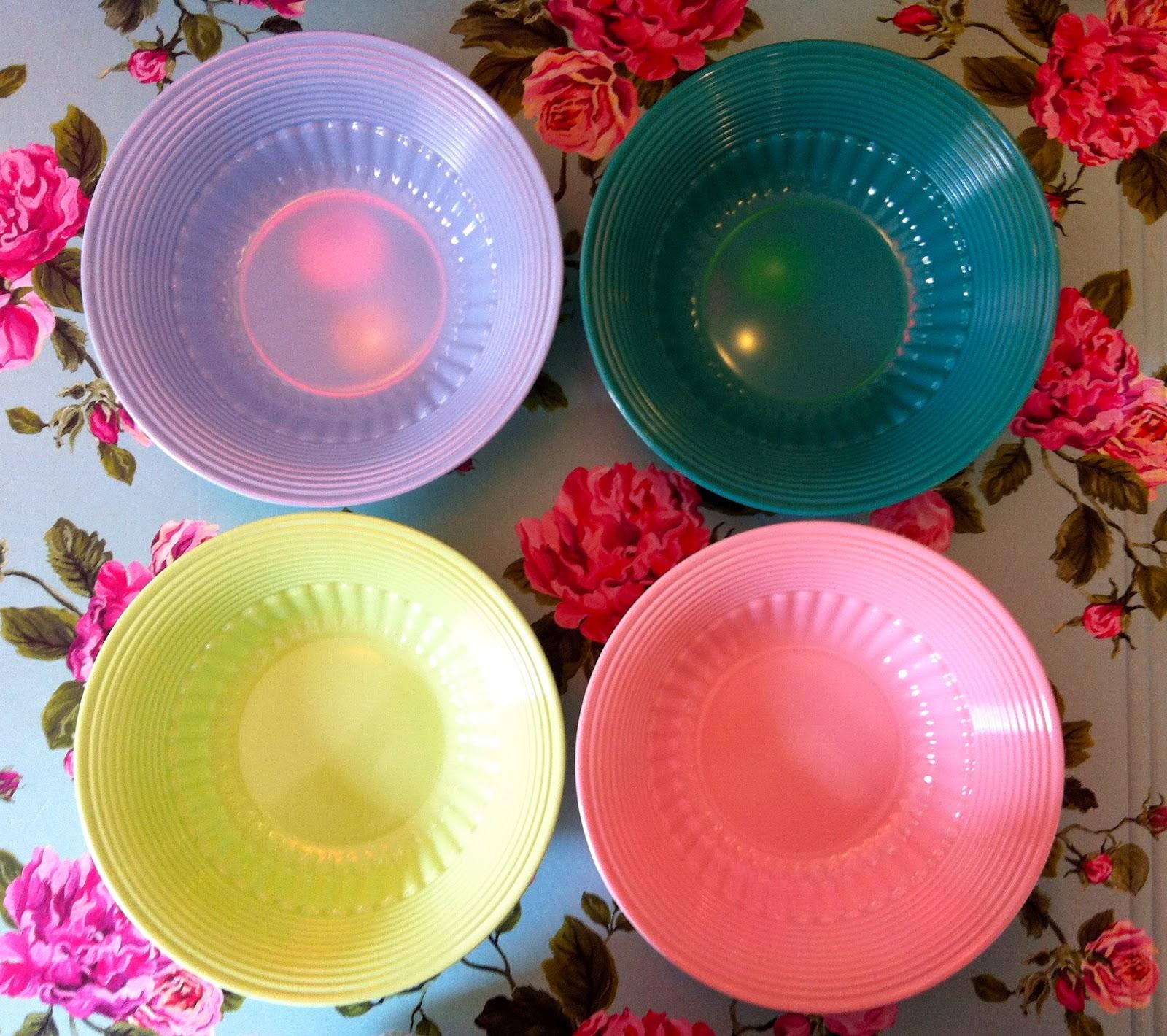 Butik Chador: Super søde melamin skåle i fine farver fra Notre Dame