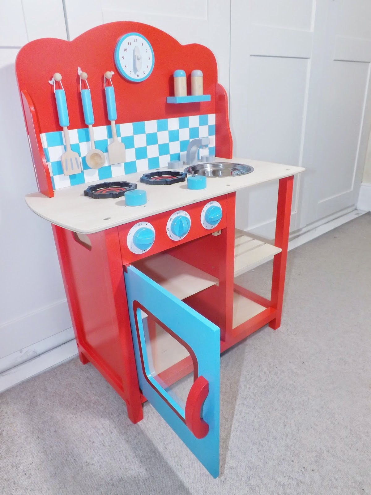 review gltc wooden play kitchen sparkles and. Black Bedroom Furniture Sets. Home Design Ideas