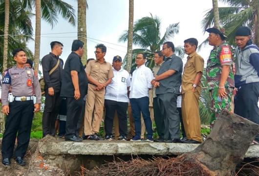 Gubernur Irwan Tinjau Langsung 2 Lokasi Terdampak Abrasi di Pesisir Padang Pariaman