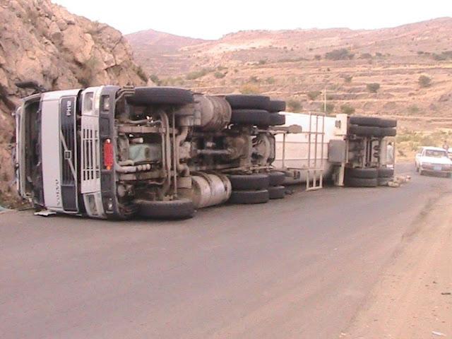 انقلاب شاحنة بطريق غارب الغردقة محملة ب 55الف لتر سولار