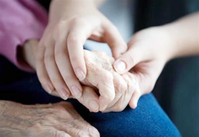 Άργος: Γυναίκα αναλαμβάνει την φροντίδα ηλικιωμένων