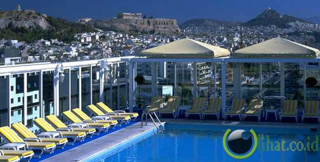 Rooftop Pool di Hotel Athens Ledra Mariott, Athena, Yunani