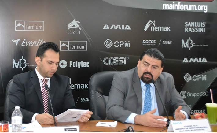 De derecha a izquierda. Eduardo Solís, presidente de la AMIA y Ricardo Apaez, director de MainForum 2016. (Foto: VI)