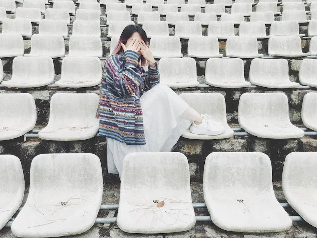 Dãy ghế trắng ở Nhà văn hóa thiếu nhi