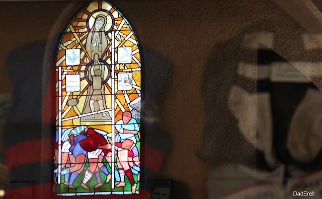 Vitrail de la chapelle Notre Dame du Rugby, Larivière Saint-Savin, Landes