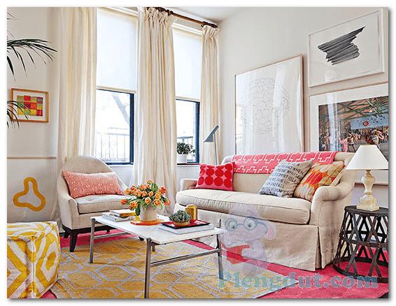 Ide 12: Pernak-pernik dengan dekor berwarna cerah mampu menjadikan suasana lebih ceria untuk ruangan terbatas