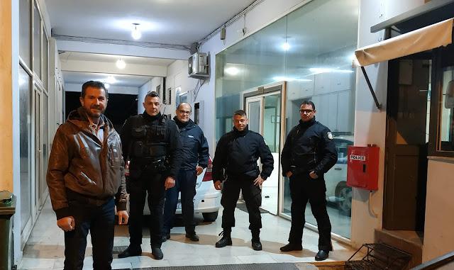 Χριστός Ανέστη με την νυχτερινή βάρδια της αστυνομίας στο Άργος