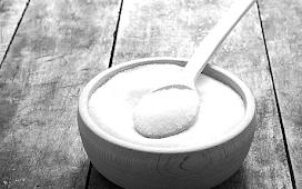 В сахарнице закончился сахар - не спешу досыпать новый - в начале читаю заговор на деньги