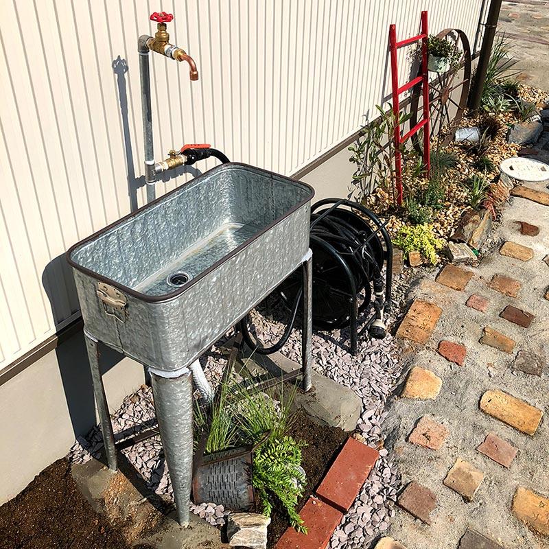ディスプレイコンテナ,外の手洗い場,シンク,タブ,立水栓