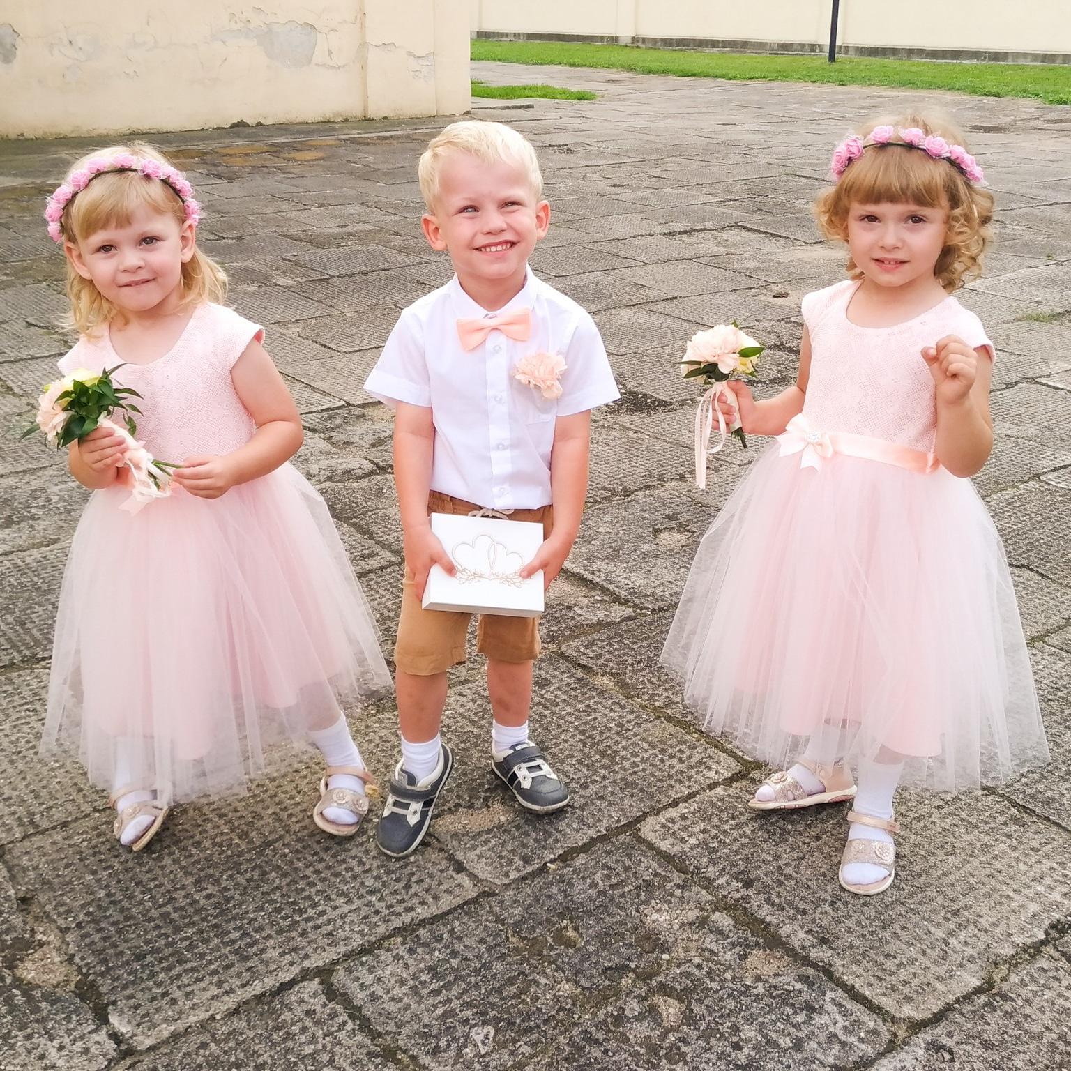 c1a6a547f6 Byłam świadkiem narzekania kilkuletniej dziewczynki na nowe buciki kupione  na wesele kilka dni wcześniej. Po sympatycznej rozmowie z mamą obie ...