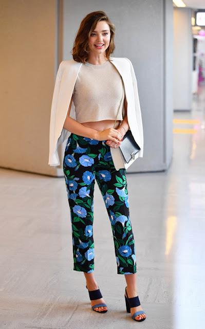 6 gaya outfit liburan paling keren ala selebriti dunia