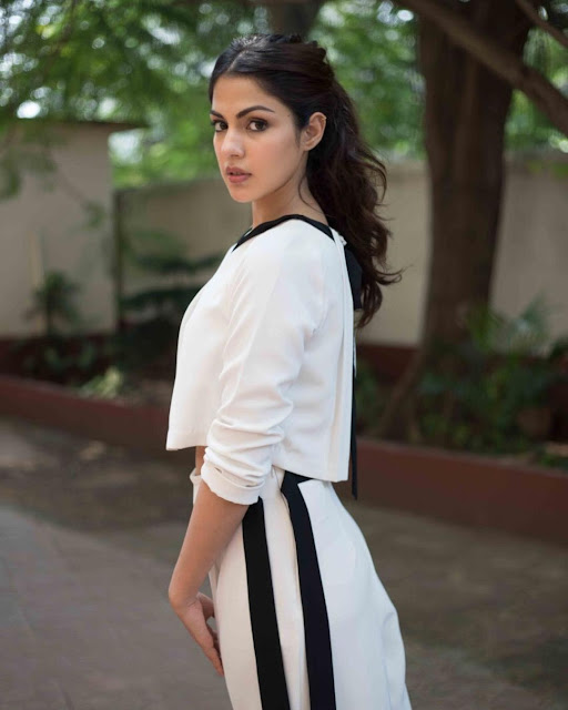 Rhea Chakraborty Cute Looking Gallery Actress Trend