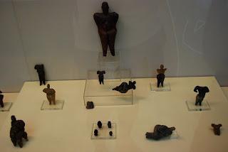 figurines en pierre et argile