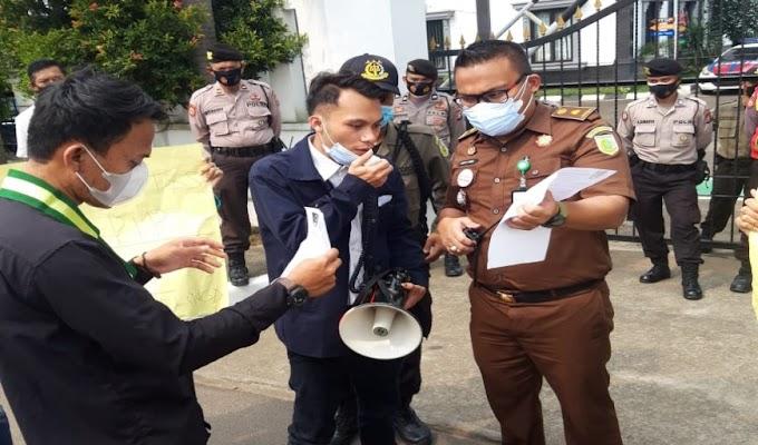 Usut Dugaan Korupsi Progam PIP, Massa SEMMI Geruduk Kejari Pandeglang