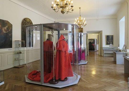 Ekspozycja pamiątek z czasów Karola Wojtyły - arcybiskupa biskupa.