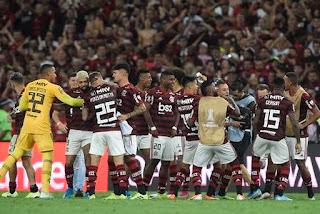 Flamengo goleia o Grêmio e volta à final da Libertadores após 38 anos