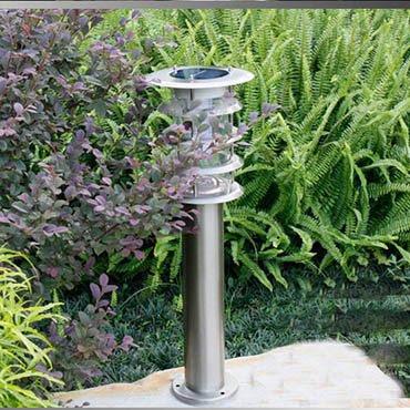 Tại sao nên lắp đặt đèn năng lượng mặt trời nhập khẩu cho sân vườn nhà bạn?