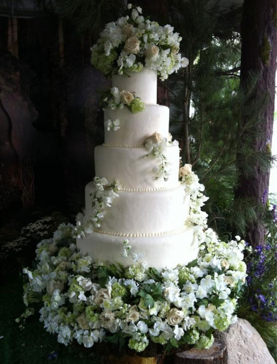 wedding cakes with fresh flowers 2012. Black Bedroom Furniture Sets. Home Design Ideas