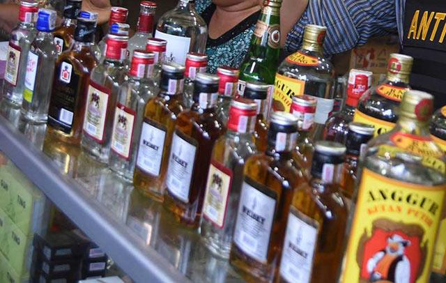 Awal tahun 2019 Banjarbaru panen minuman keras (Miras).  Dalam giat operasi penyakit masyarakat, lima pria di Banjarbaru diangkut Polsek Banjarbaru Barat lantaran kedapatan menjual dan pembeli Minuman Keras (Miras) pada Sabtu (5/1) larut malam.