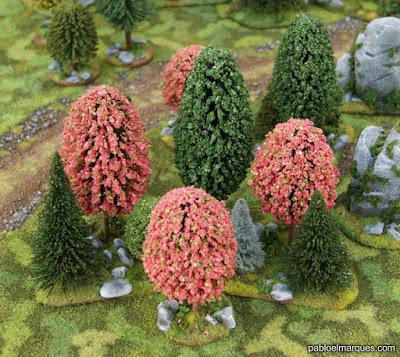 Bosque rosa y verde oscuro