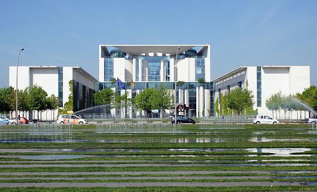 Junho na História - Berlim é votada como a sede do governo alemão após reunificação