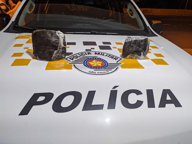 Polícia Rodoviária apreende tabletes de haxixe com adolescente de 16 anos